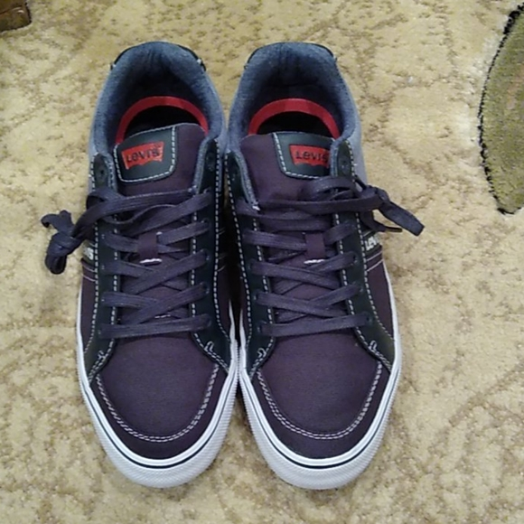 - Levis Sneakers Size7